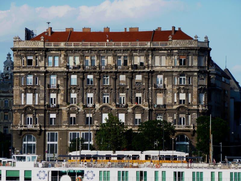 Edificio residencial clásico en Budapest, Hungría fotografía de archivo