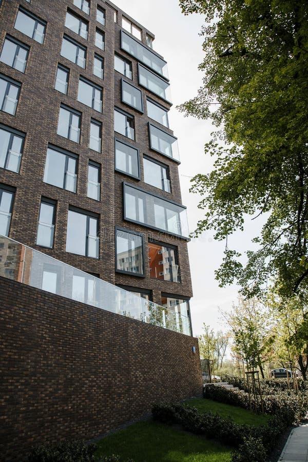 Edificio residenziale della progettazione moderna Grattacielo Architettura urbana La Polonia Varsavia wroclaw fotografie stock