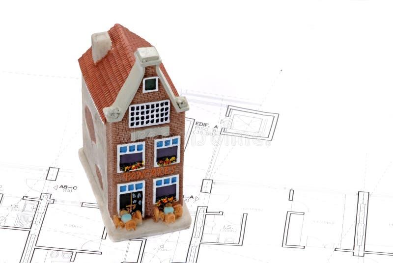 Edificio Residenziale Sopra Il Piano Dell'architetto Fotografia Stock