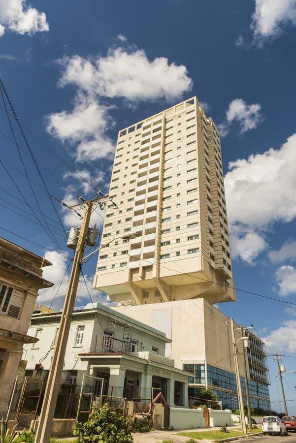 Edificio residenziale Vedado Avana di palazzo multipiano fotografie stock libere da diritti