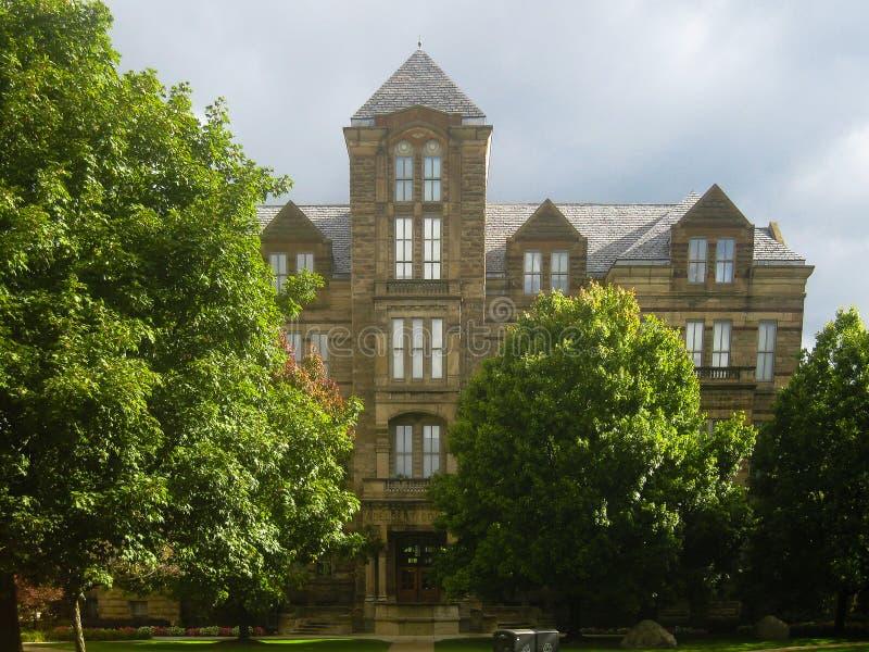 Edificio típico de la universidad en los Estados Unidos fotos de archivo libres de regalías