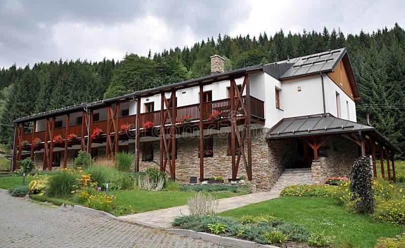 Edificio tradicional en montaña imagen de archivo
