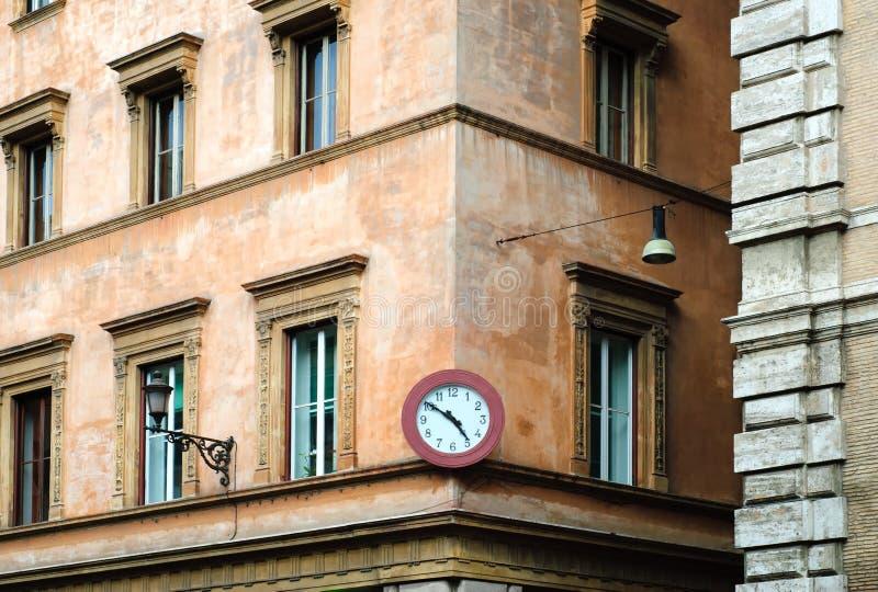 Edificio tradicional en Roma, Italia foto de archivo