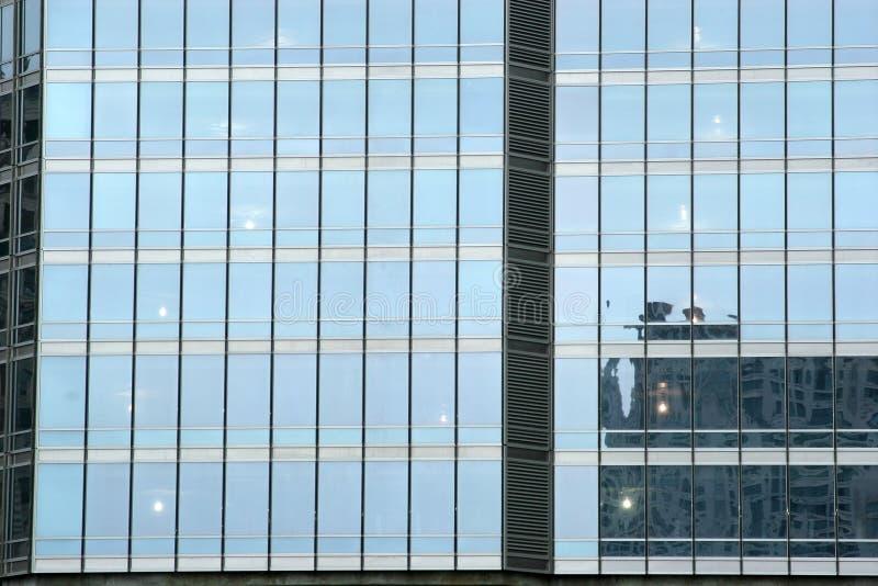 Edificio urbano alto - rascacielos de cristal imágenes de archivo libres de regalías