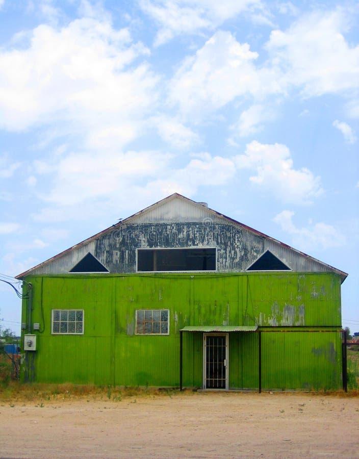 Edificio verde imagenes de archivo