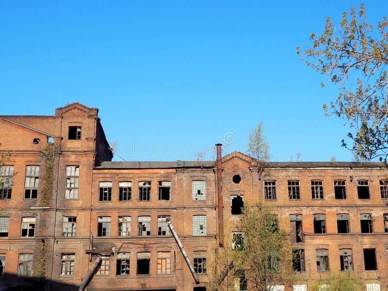Edificio viejo abandonado de la f?brica imagenes de archivo