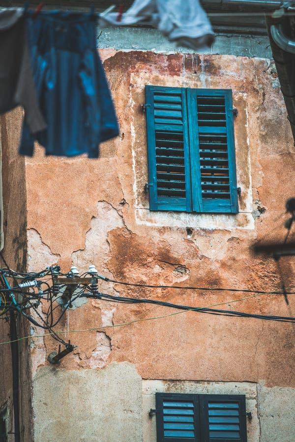Edificio viejo de la ciudad vieja de Kotor fotografía de archivo