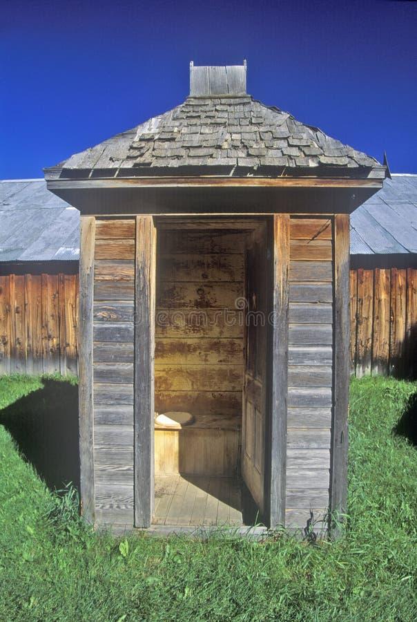 Edificio viejo de la dependencia en pueblo fantasma cerca de Virginia City, TA fotos de archivo