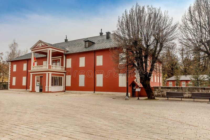 Edificio viejo de rey Nicholas Museum en el cuadrado de Dvorski en Cetin foto de archivo