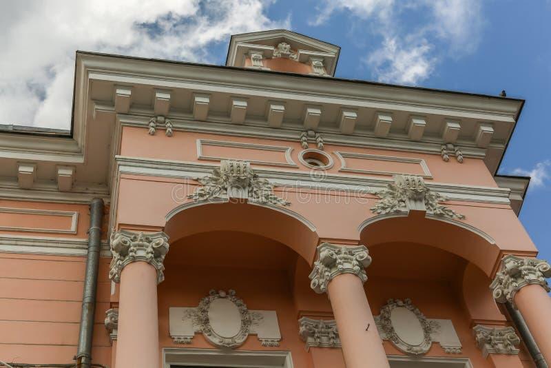 Edificio viejo en el viejo centro de la ciudad Botosani foto de archivo libre de regalías