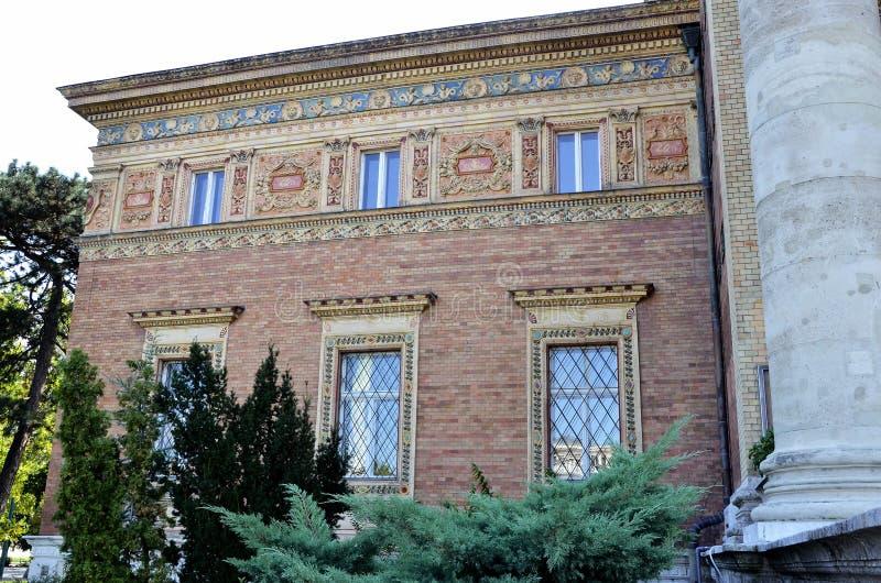 Download Edificio Viejo En El Parque De La Ciudad De Budapest Imagen de archivo - Imagen de turístico, configuración: 64200697