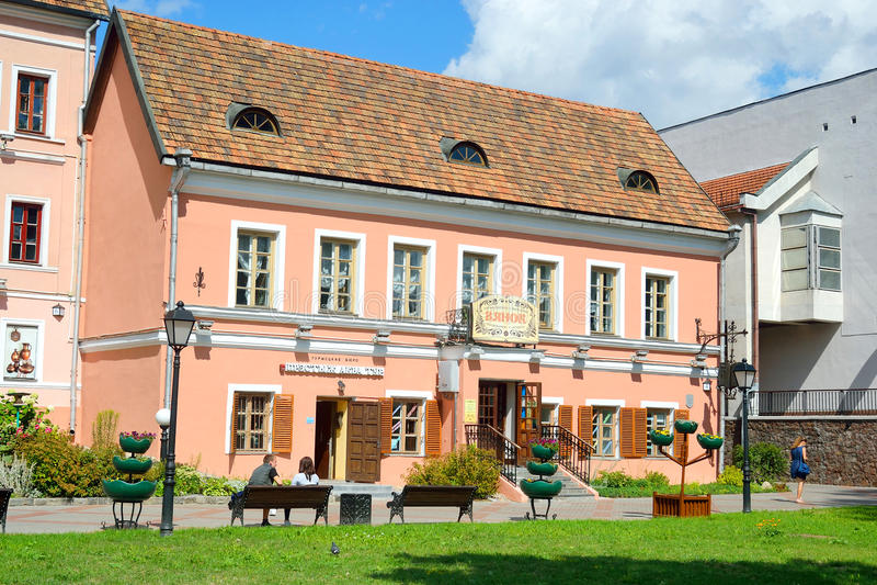 Edificio viejo en el suburbio de la trinidad en Minsk fotografía de archivo libre de regalías