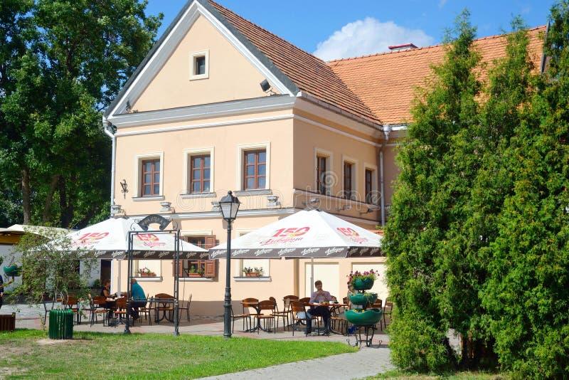 Edificio viejo en el suburbio de la trinidad en Minsk foto de archivo libre de regalías