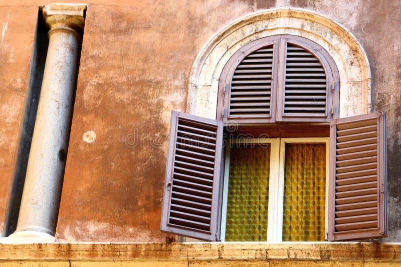 Edificio viejo en Giulia Street, Roma imagen de archivo