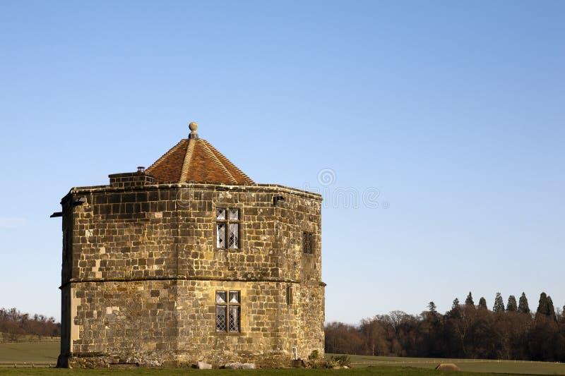 Edificio viejo en las ruinas de Cowdray en Midhurst, Inglaterra fotografía de archivo