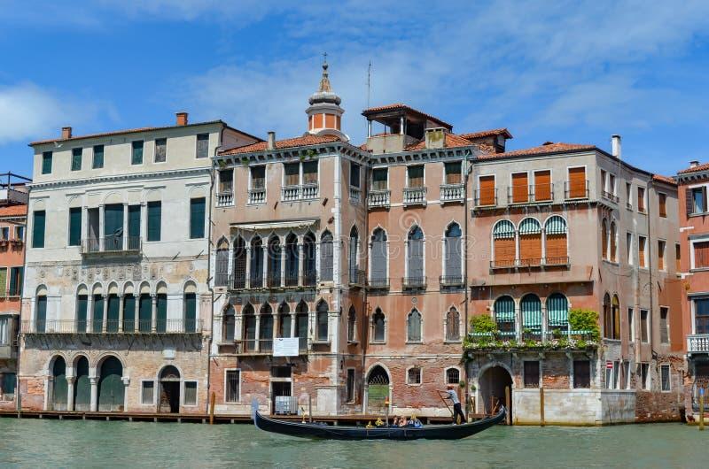 Edificio viejo en Venecia imágenes de archivo libres de regalías