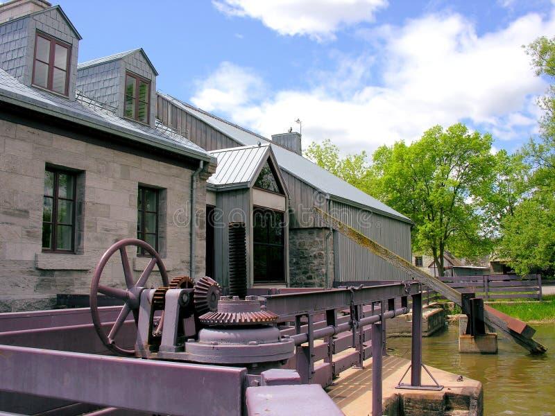 Edificio viejo para la presa en la isla de los molinos, Canadá foto de archivo