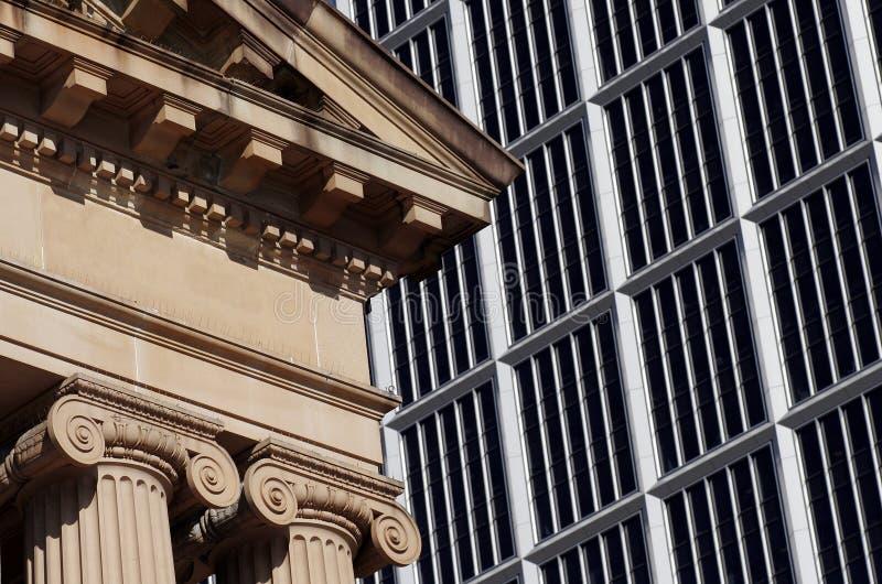 Edificio viejo y moderno
