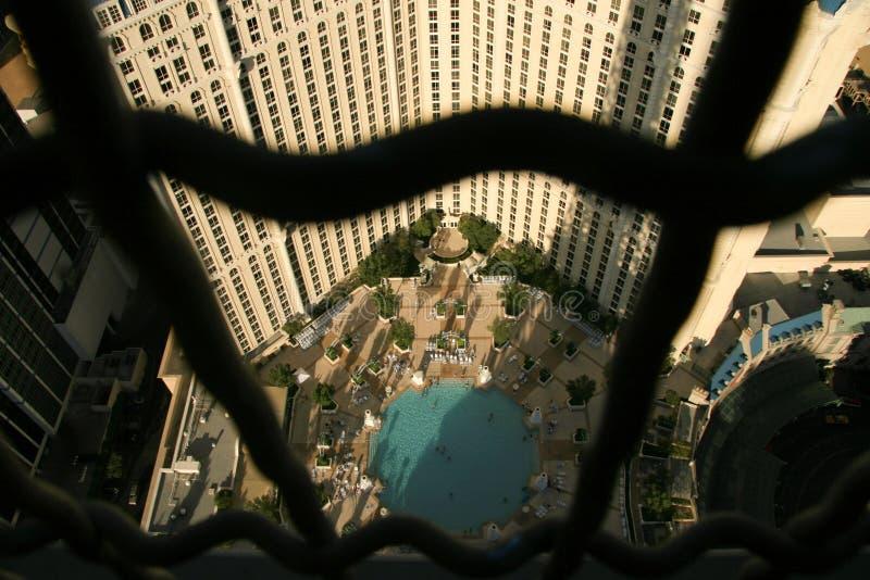 Edificio visto de una ventana foto de archivo