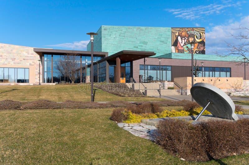 Edificio y entrada cívicos de plaza foto de archivo libre de regalías