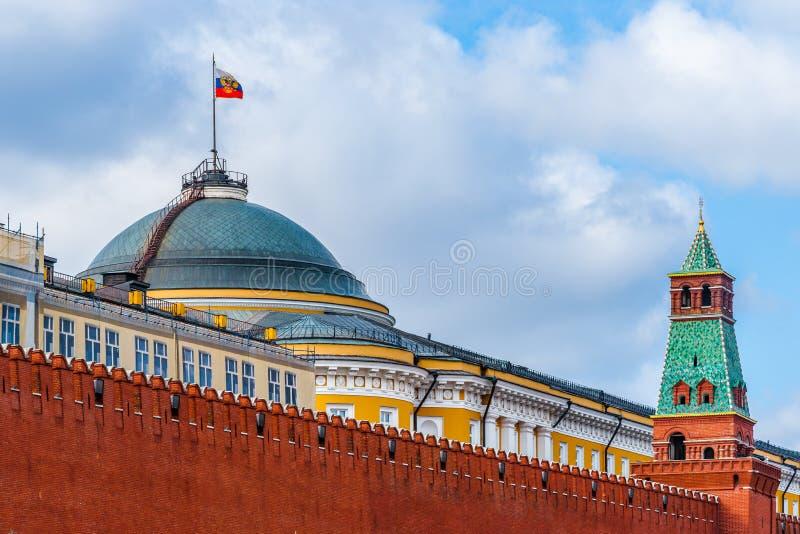 Edificio y torre del senado de la pared de Moscú el Kremlin imagen de archivo libre de regalías