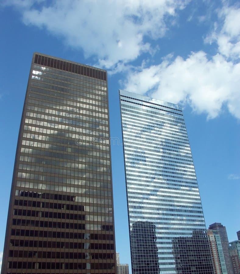 Edificios adentro hacia el centro de la ciudad foto de archivo libre de regalías