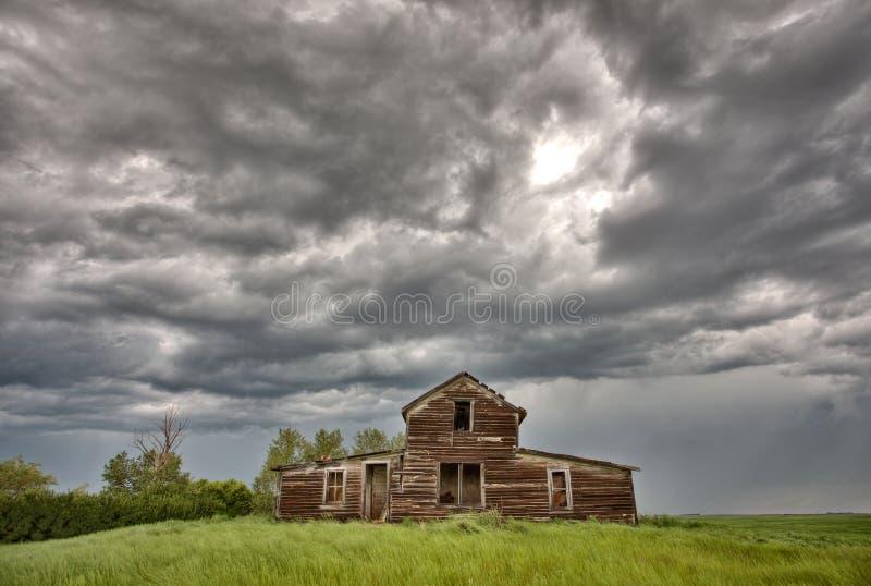 Edificios agrícolas abandonados Saskatchewan imágenes de archivo libres de regalías