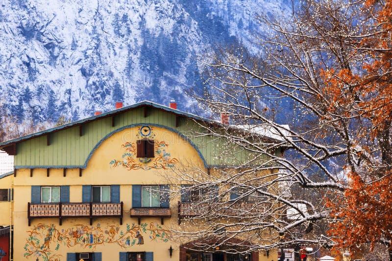 Edificios alemanes Leavenworth Washington de las montañas del invierno foto de archivo libre de regalías