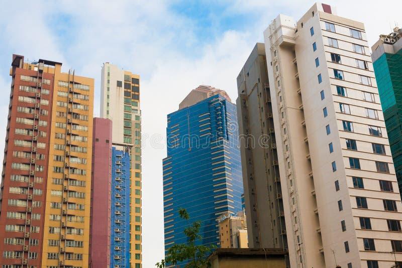 Edificios altos del hormigón y del vidrio imágenes de archivo libres de regalías