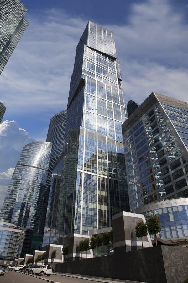 Edificios altos en la ciudad de Moscú, Rusia fotos de archivo