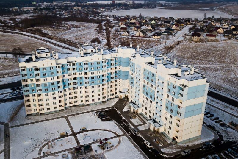 Edificios altos multicolores residenciales de las casas Fotografía aérea con el quadcopter imagenes de archivo