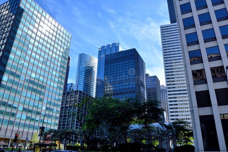 Edificios céntricos en la luz de la mañana, Chicago, Illinois imagenes de archivo