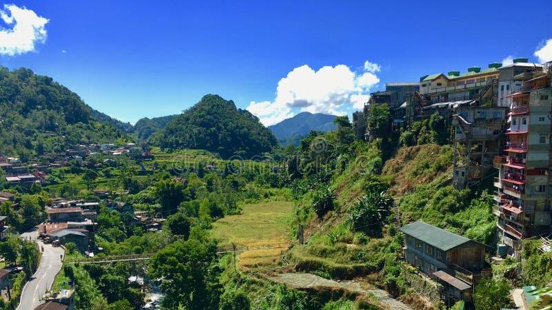 Edificios caóticos delante de las terrazas Banaue, Filipinas de la subida fotos de archivo libres de regalías
