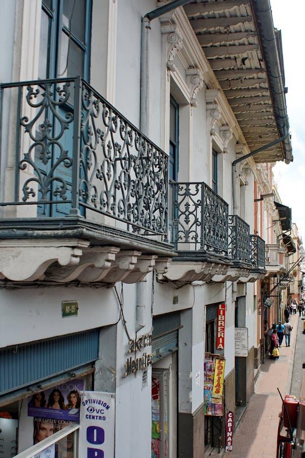 Edificios coloniales en Quito fotos de archivo