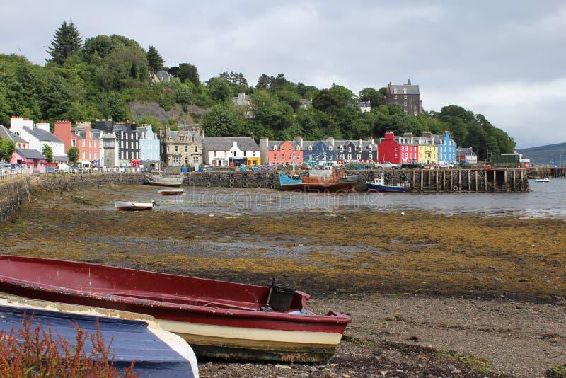 Edificios coloridos en el puerto de Tobermory, Escocia fotos de archivo libres de regalías