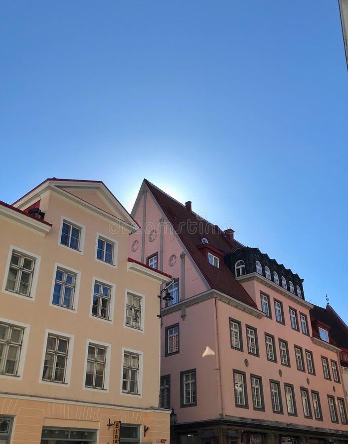Edificios coloridos en Talinn fotografía de archivo