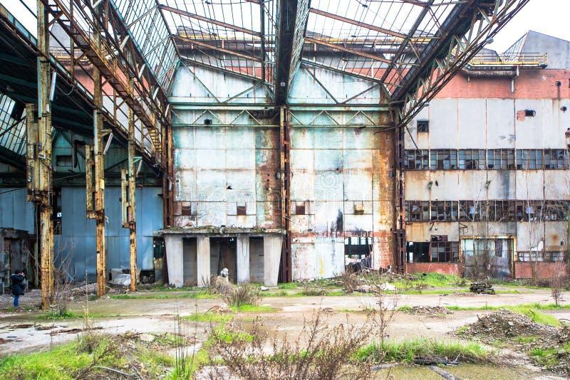 Edificios concretos viejos y abandonados imágenes de archivo libres de regalías
