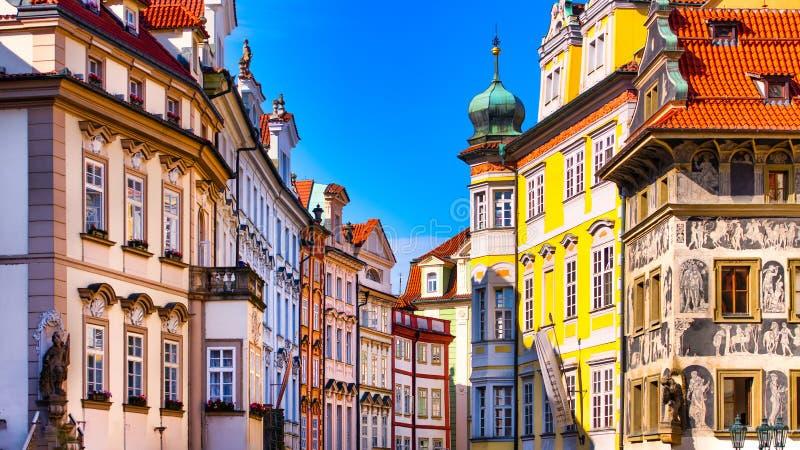 Edificios de colores de Praga imágenes de archivo libres de regalías