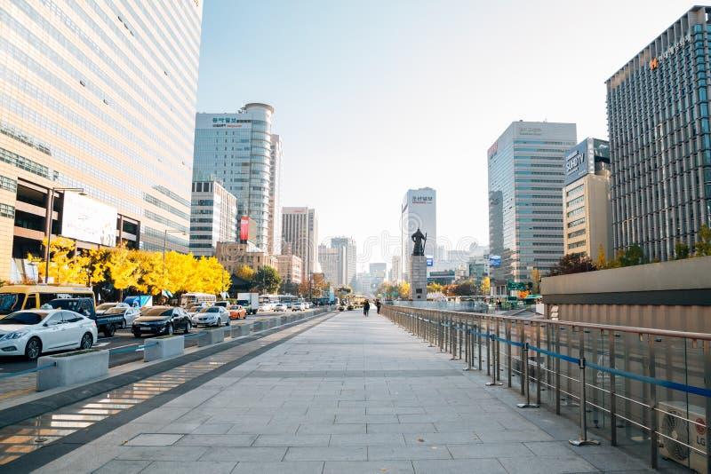 Edificios de Gwanghwamun opinión y de la ciudad modernos cuadrados de Seul en Seul, Corea imagen de archivo libre de regalías