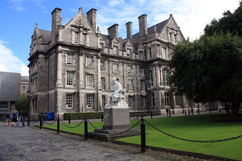 Edificios de la universidad de la trinidad foto de archivo