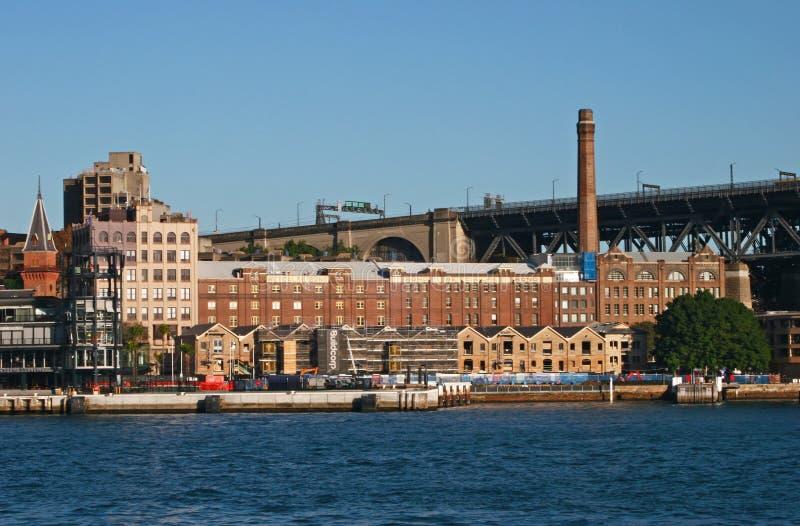 Edificios de ladrillo industriales de la herencia de la estación de la energía eléctrica con la chimenea del humo y del almacén e fotografía de archivo libre de regalías