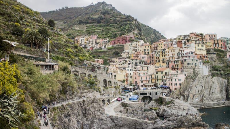 Edificios de Manarola en Cinque Terre en Italia fotografía de archivo