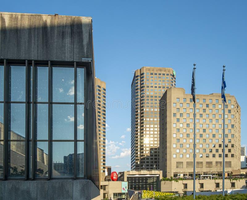 Edificios de Montreal en las gafas del DES de Quartier fotos de archivo libres de regalías