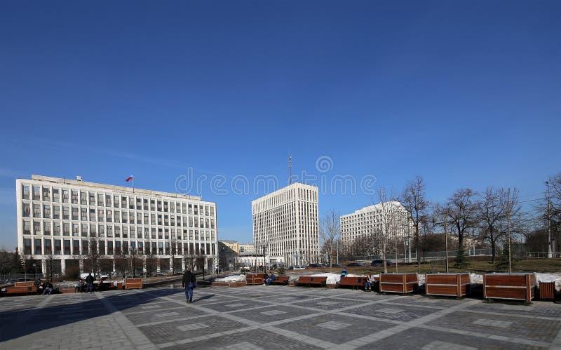Edificios de oficinas en la calle de Zhitnaya, centro de Moscú, Rusia imágenes de archivo libres de regalías