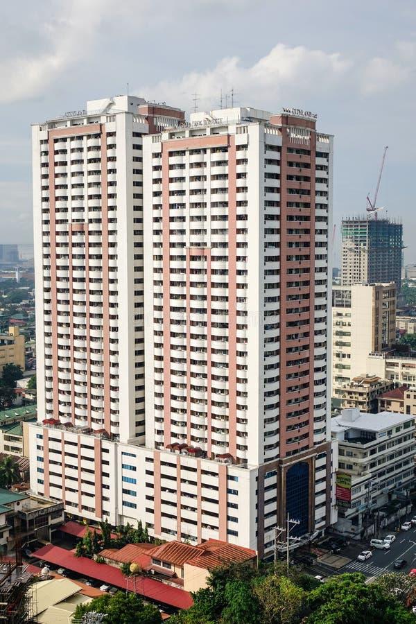 Edificios de oficinas en la ciudad de Makati en Manila, Filipinas fotos de archivo