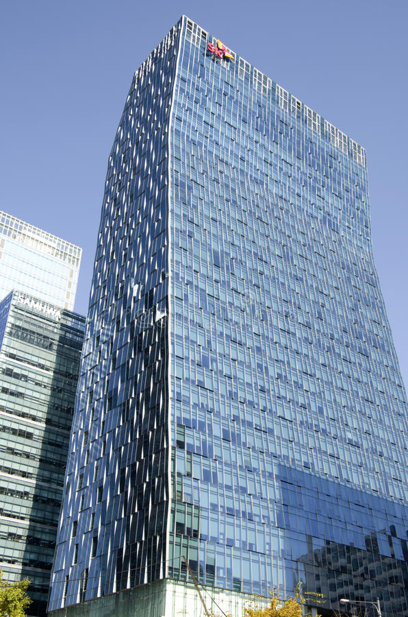 Edificios de oficinas modernos en Gangnam céntrico, Seul fotografía de archivo libre de regalías
