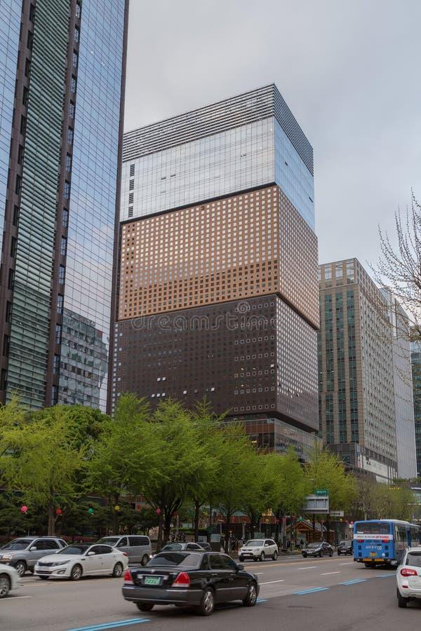 Edificios de oficinas y calle de Jongno en la Seul central fotografía de archivo libre de regalías