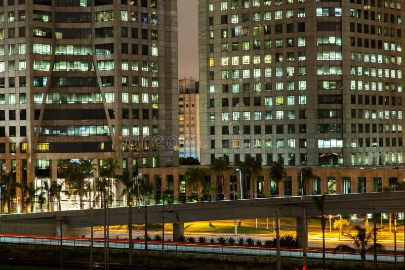 Edificios de Sao Paulo en la noche fotografía de archivo libre de regalías
