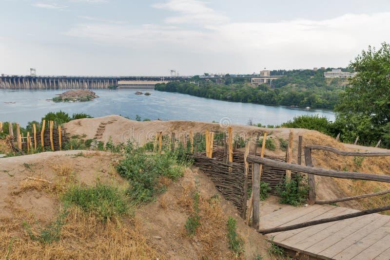 Edificios de Zaporozhskaya Sich en la isla de Khortytsia, Ucrania foto de archivo