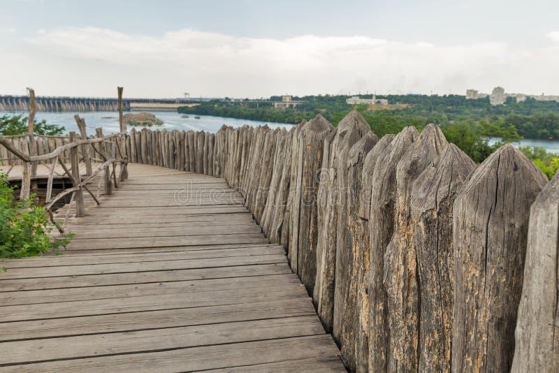 Edificios de Zaporozhskaya Sich en la isla de Khortytsia, Ucrania imagen de archivo libre de regalías